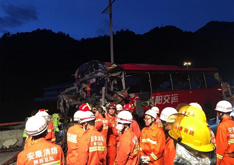 """Accidente de autobús en China deja 36 muertos"""""""