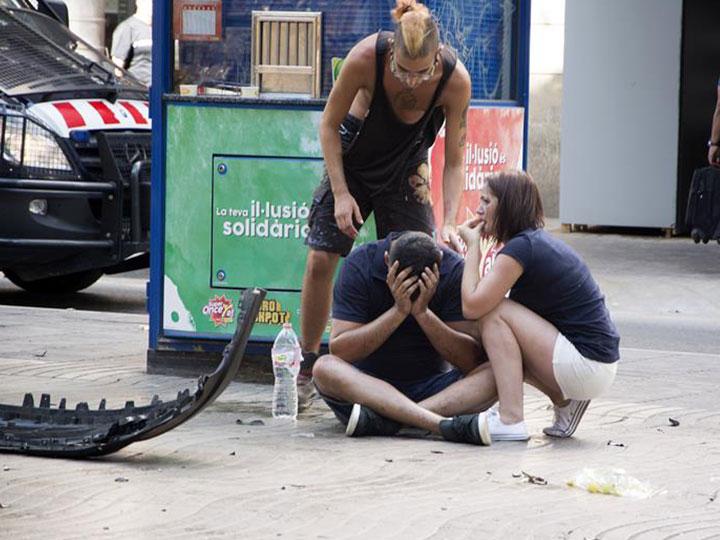Revelan primer video de camioneta cometiendo el atentado en Barcelona