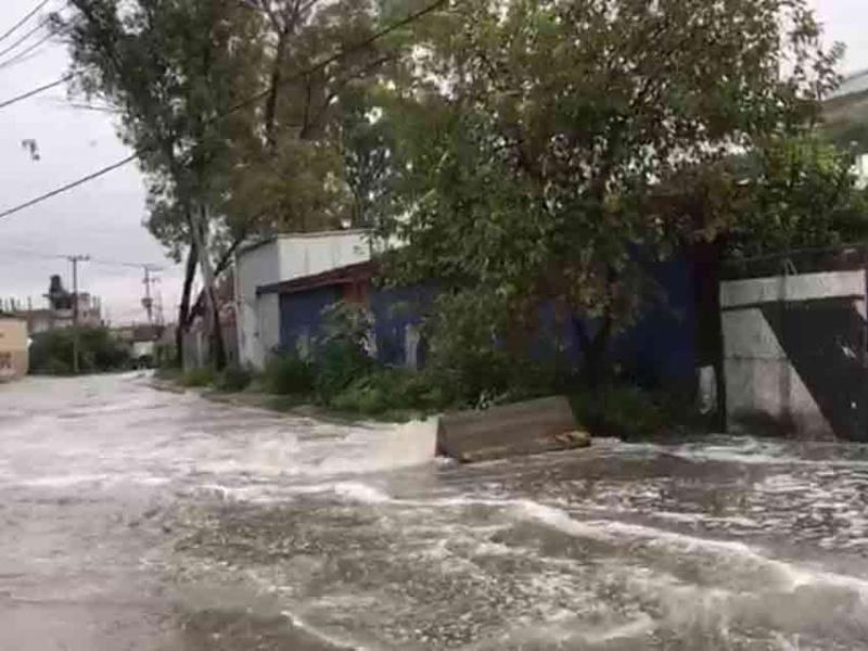 Desbordamiento de emisor poniente inundó Valle Dorado