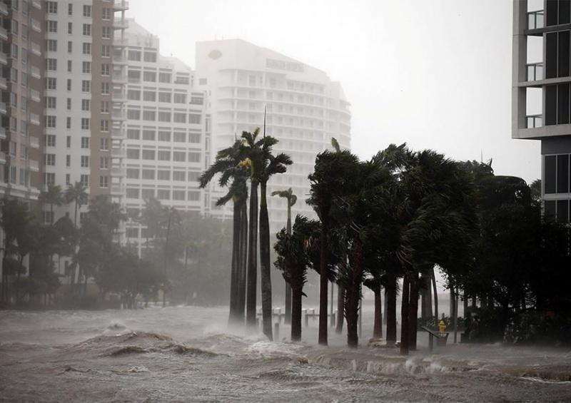 'Irma' impacta los Cayos en Florida