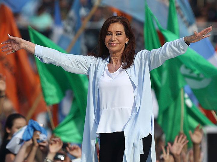 ARGENTINA: Cristina Fernández cierra campaña con críticas a Macri