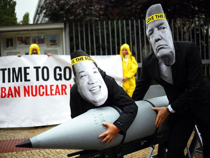 Con armas nucleares, humanidad corre riesgo de suicidio: Papa