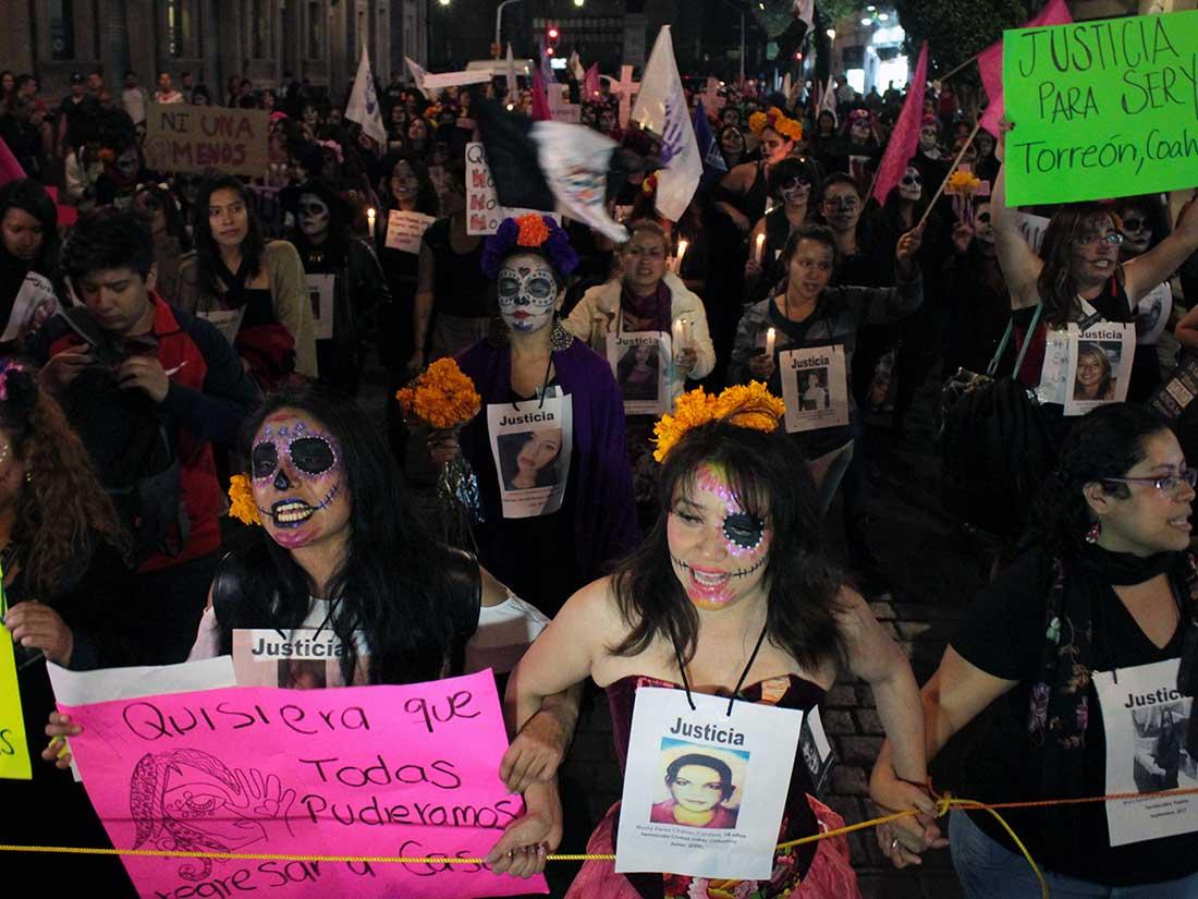Marcha de catrinas exigen  alerta de género en todo el país