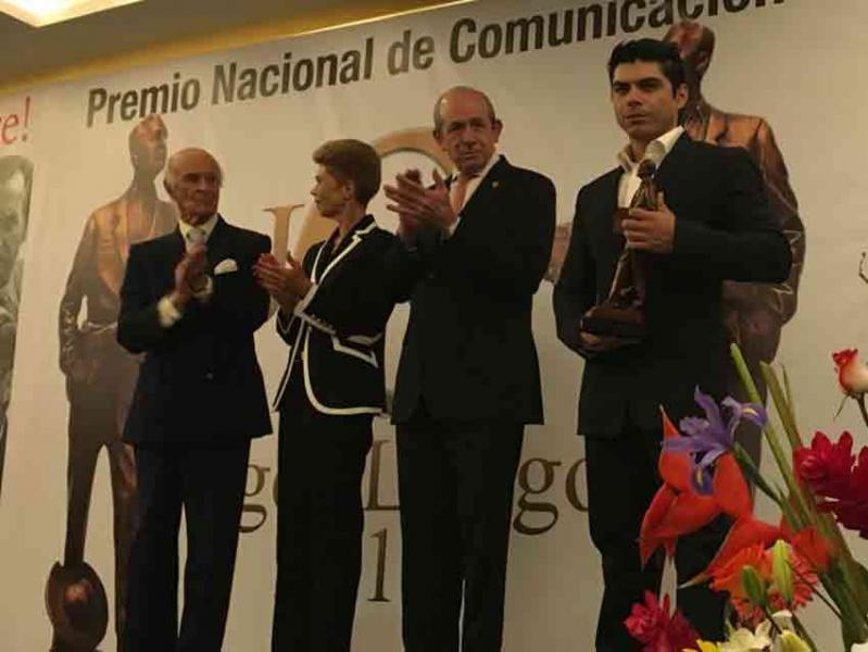 Entregan premio a Milenio TV por cobertura del sismo