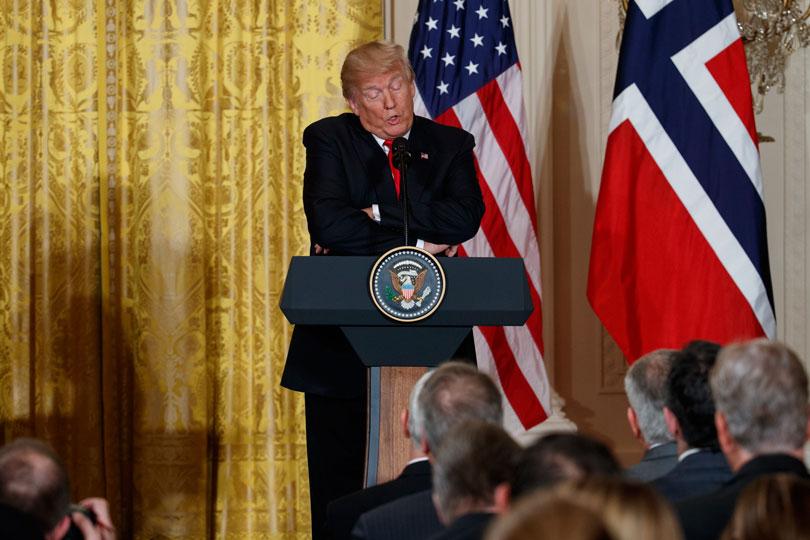 Trump cuestiona la llegada de inmigrantes de