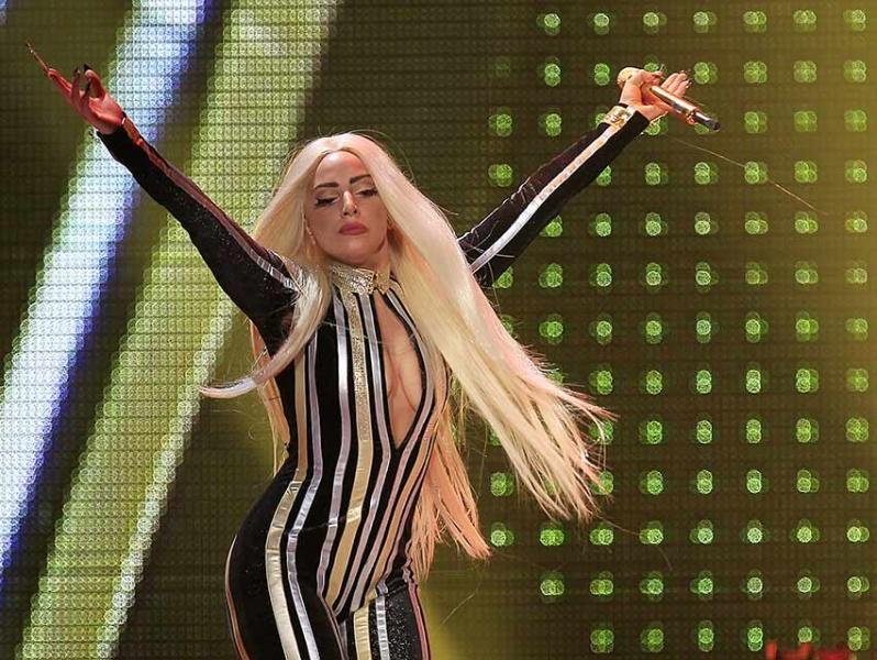 Lady Gaga retoma su gira mundial luego de su problema de salud
