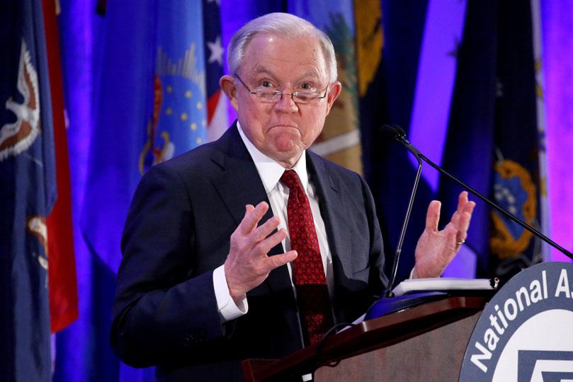 Trump critica métodos de Sessions para investigar a Obama