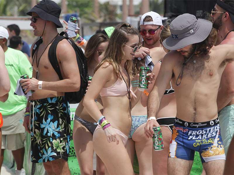 Piden en Cancún a spring breakers no desnudarse en vía pública