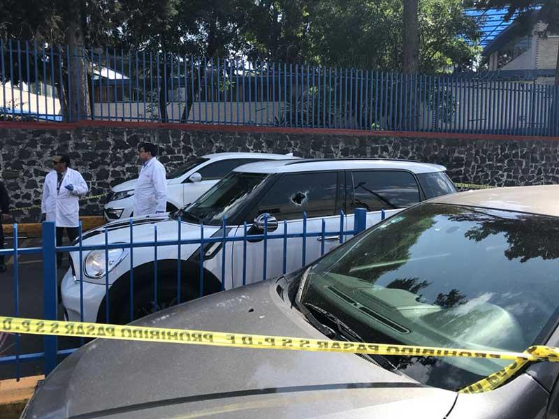 Asesinan a conductor afuera de Colegio Simón Bolívar en el Pedregal