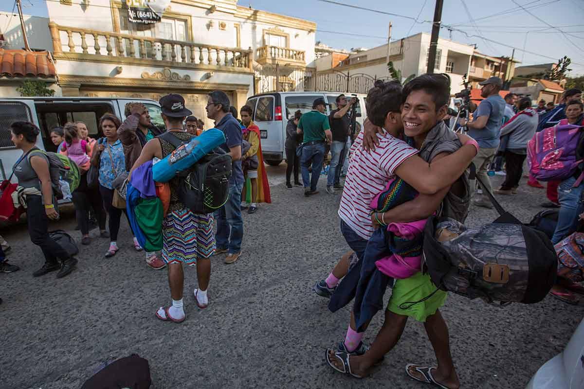 Resultado de imagen para llega caravana de lesbico gay