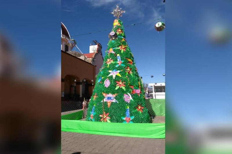Resultado de imagen para Tendrá Xochimilco árbol navideño de material reciclado