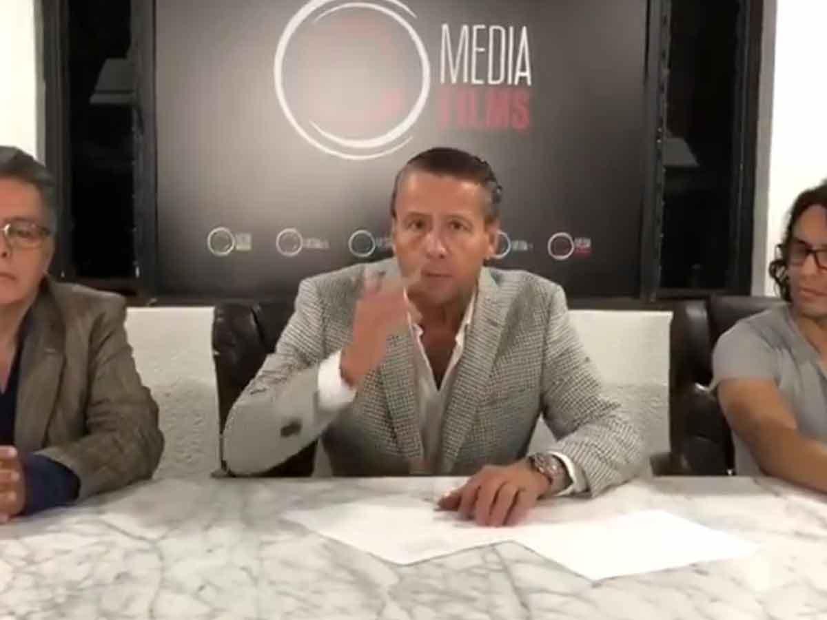 Alfredo Adame Firma Contrato Para La Pelea Del Siglo Vs Carlos Trejo