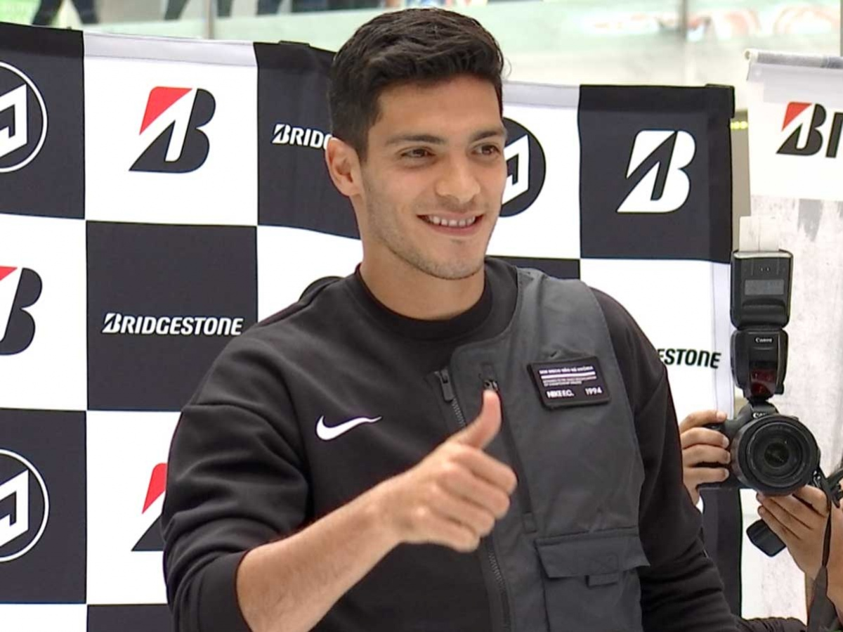 Raúl Jiménez celebra que jugará la Europa League