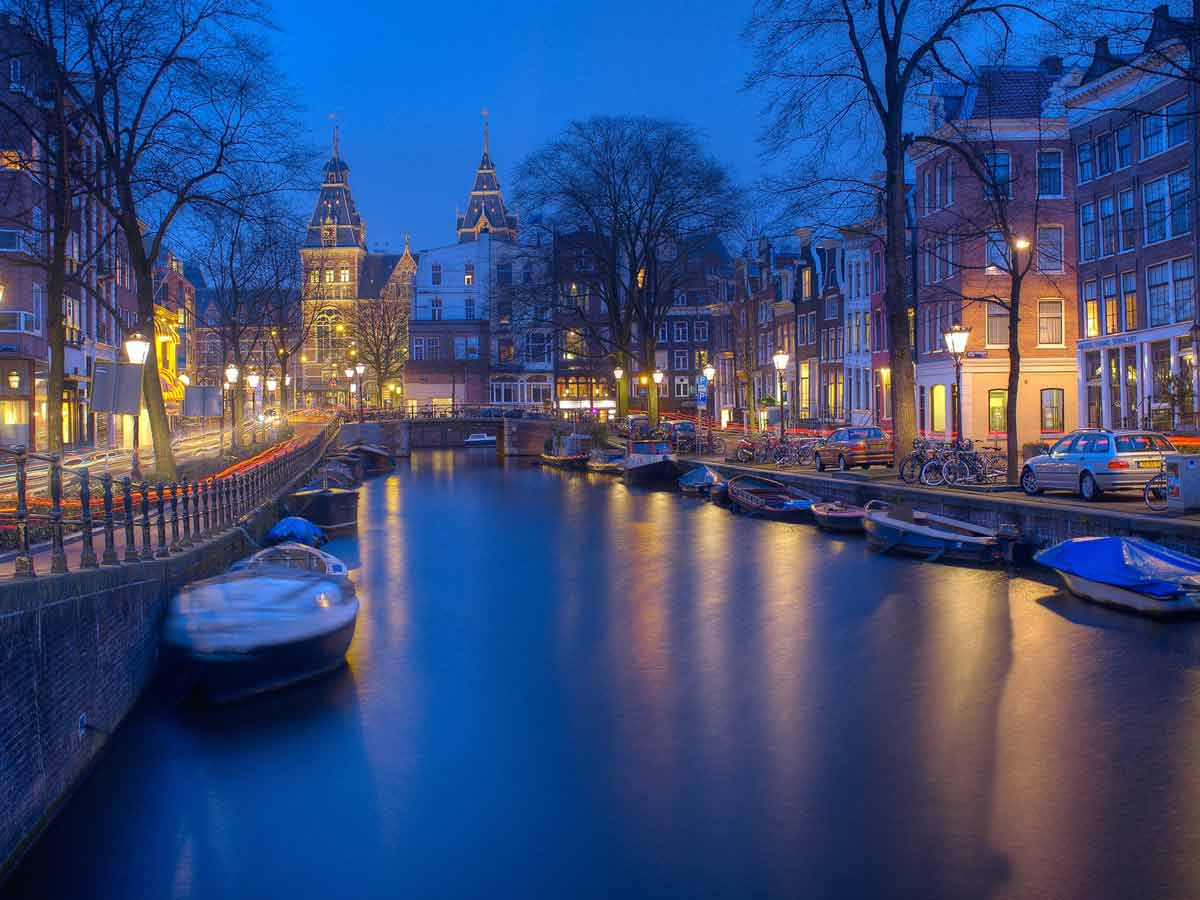 Resultado de imagen para Ámsterdam ofrece casarte con un holandés y de oferta un paseo por la ciudad