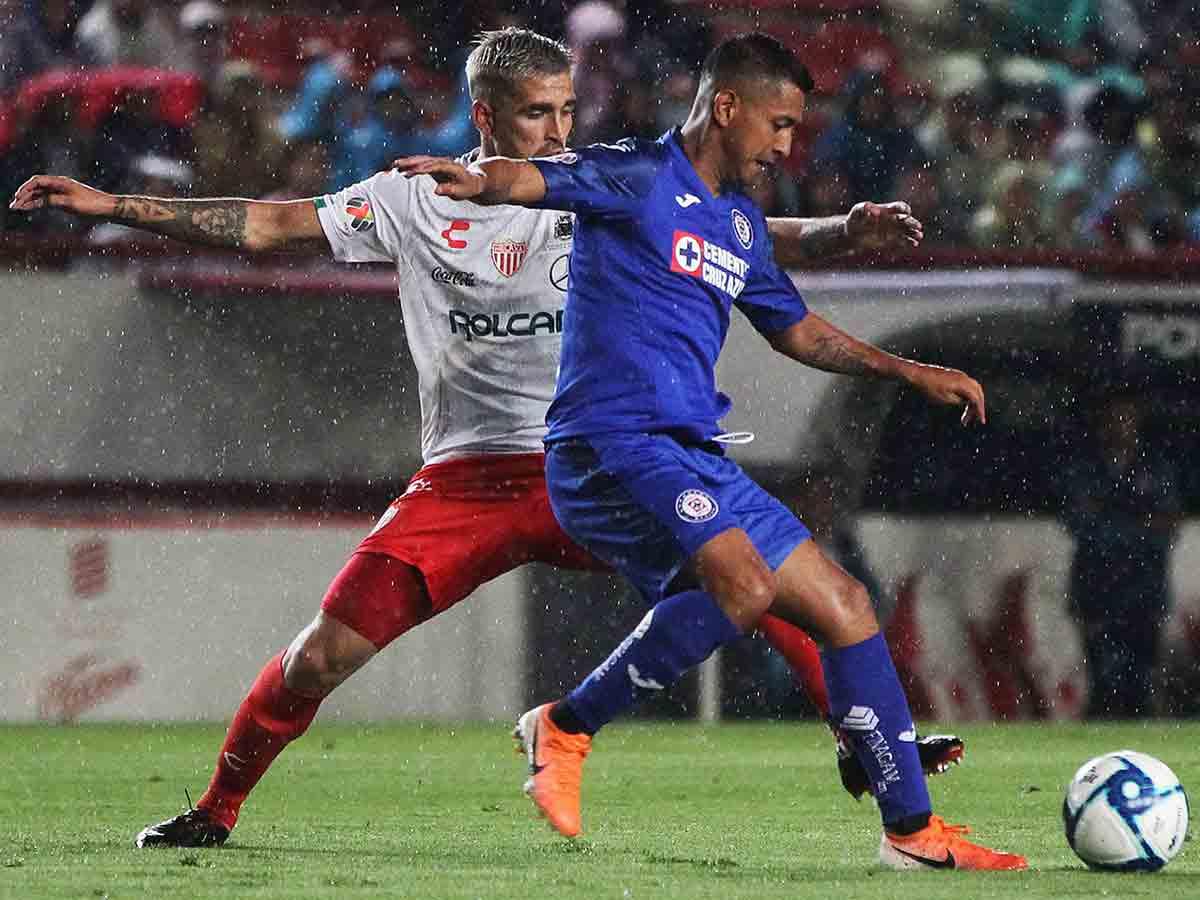 Cruz Azul y Necaxa firman primer empate del torneo