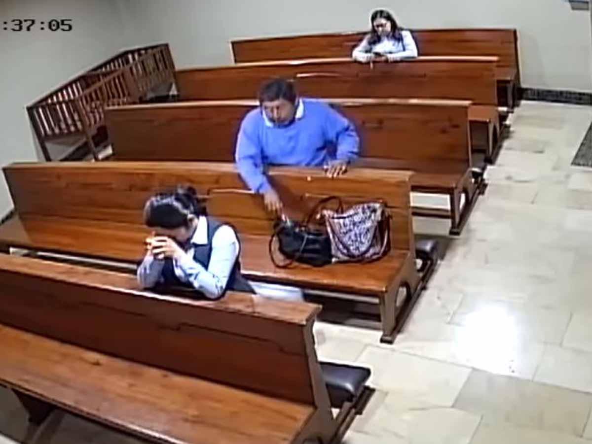 Un hombre se persigna tras robar dentro de iglesia