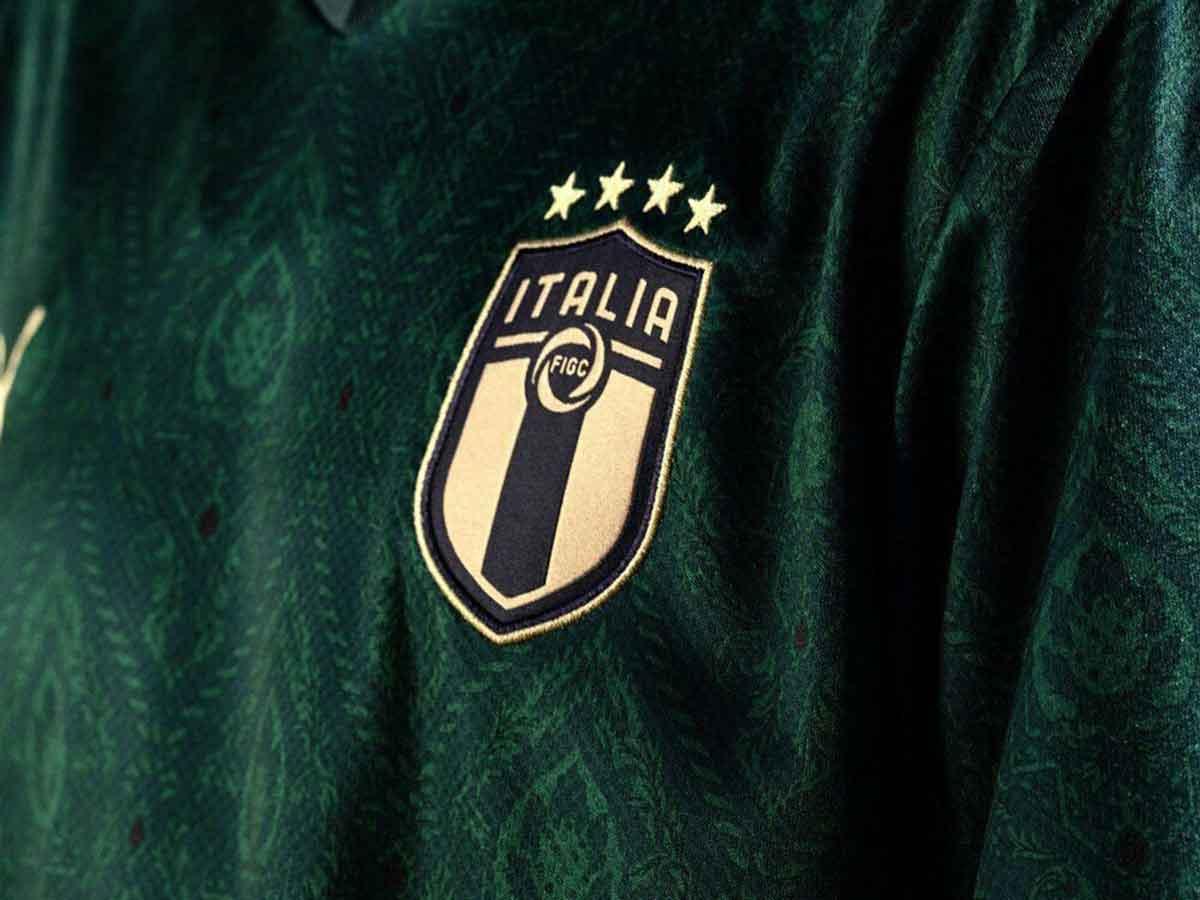 La selección de Italia estrena elegante uniforme...¡verde!