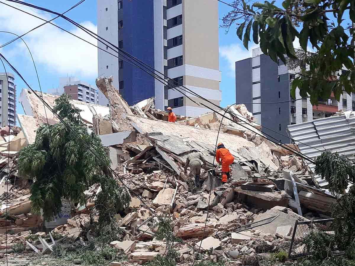 Brasil: se derrumbó un edificio residencial de siete pisos
