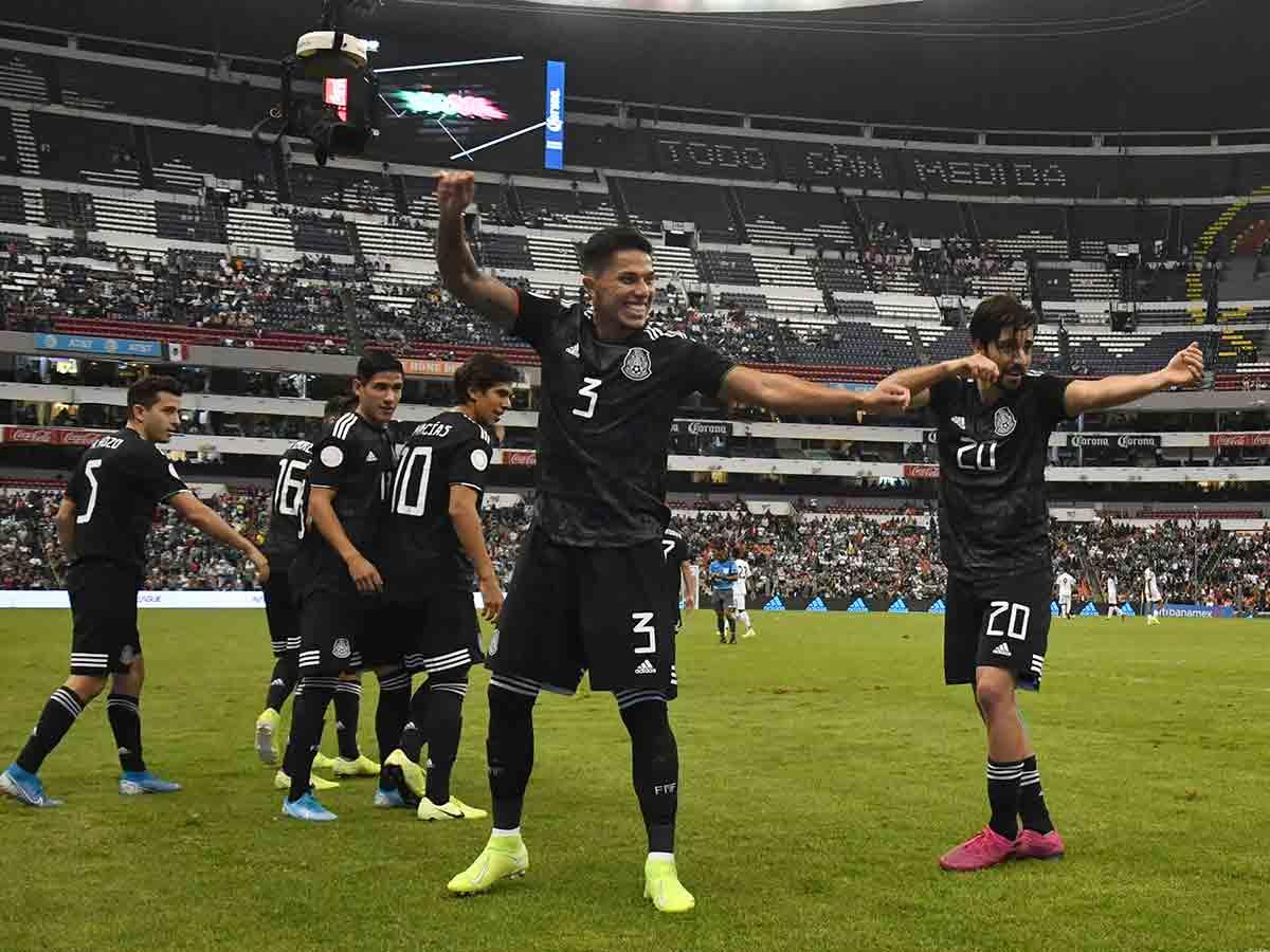 México vence sin brillo a Panamá; 'Chucky' se lesiona