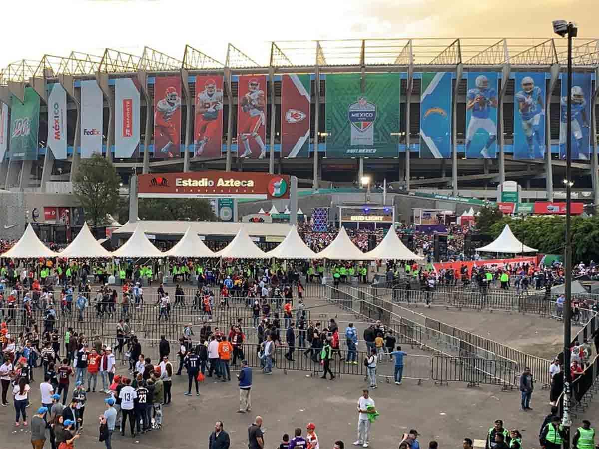 México disfruta de la llegada de la NFL en el Estadio Azteca