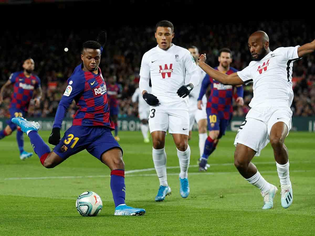 Un gol de Messi a 14 minutos del final le permite al Barcelona seguir como líder de la Liga