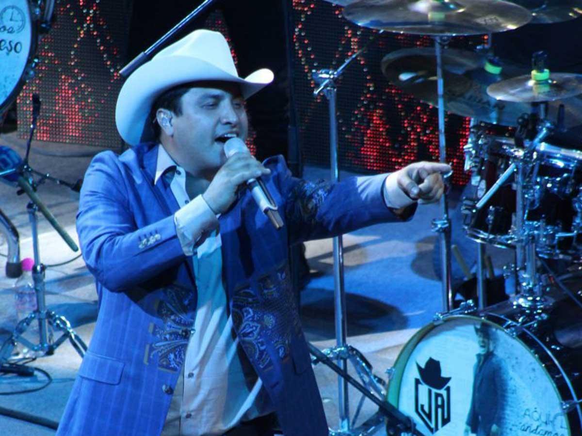Julión Álvarez propone a gruperos hacer concierto en vivo en línea