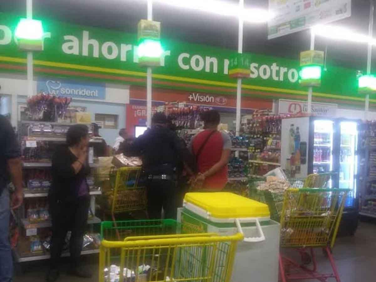 Resultado de imagen para Al menos 20 sujetos asaltan Bodega Aurrerá en la alcaldía de Iztapalapa