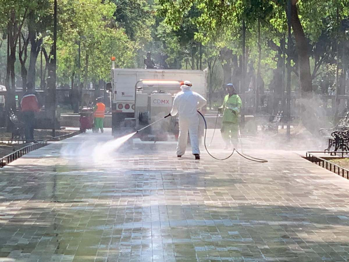 Sanitizan la Alameda Central