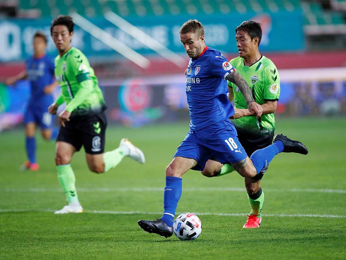 En imágenes el regreso del futbol en Corea del Sur