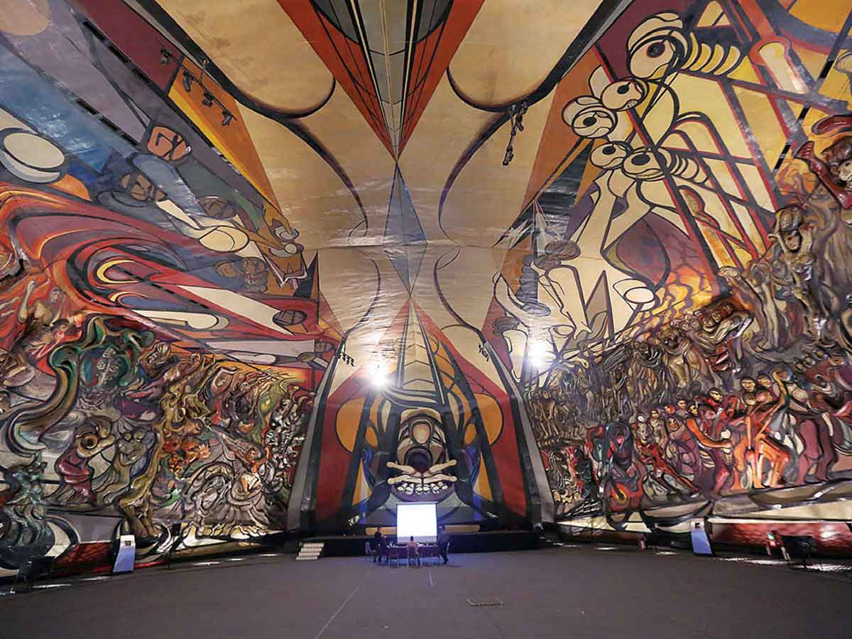 Polyforum Siqueiros posee un mural único en el mundo.