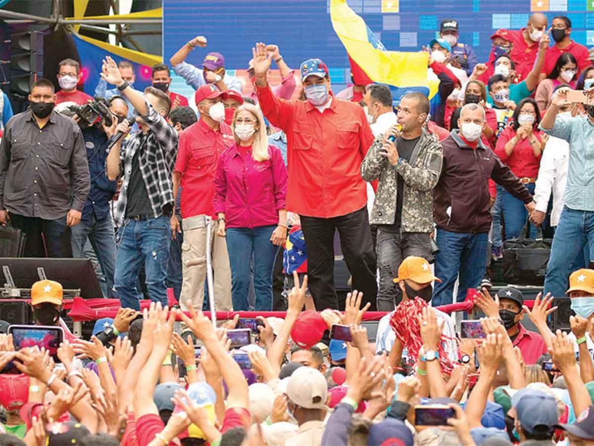 Maduro concluye campaña ante multitud
