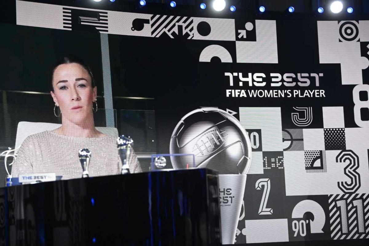 Lucy Bronze es distinguida por la FIFA con el premio The Best