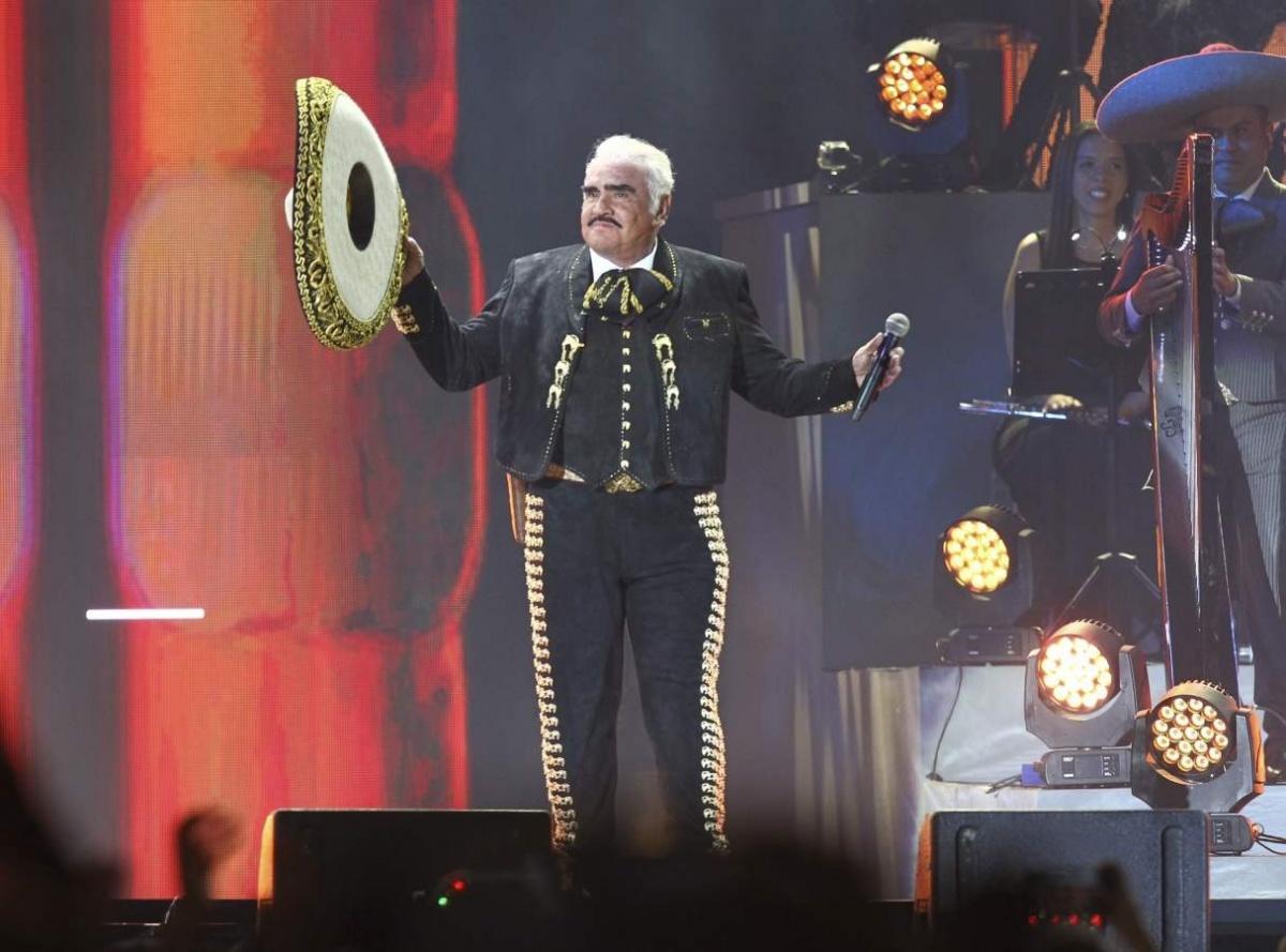 Vicente Fernández, en líos por tocamientos inapropiados a fan