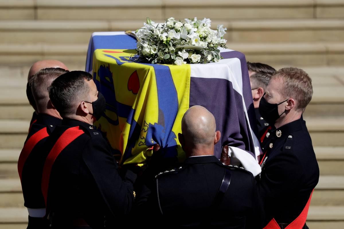 Familia real británica encabeza cortejo fúnebre del príncipe Felipe | Excélsior