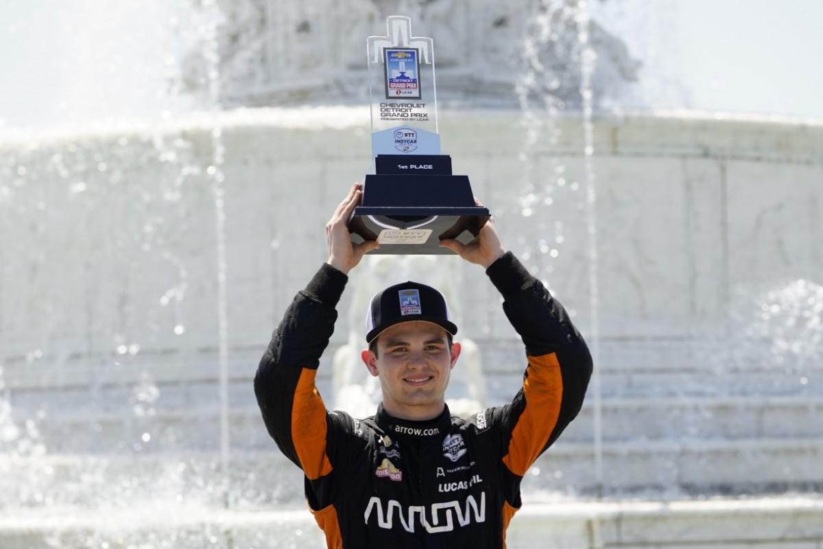 El piloto mexicano 'Pato' O'Ward gana en Detroit y es líder de la IndyCar