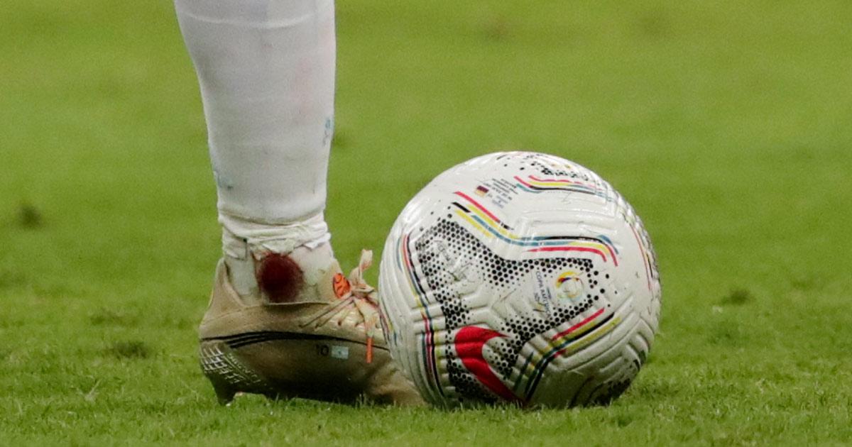El tobillo de Messi con sangre