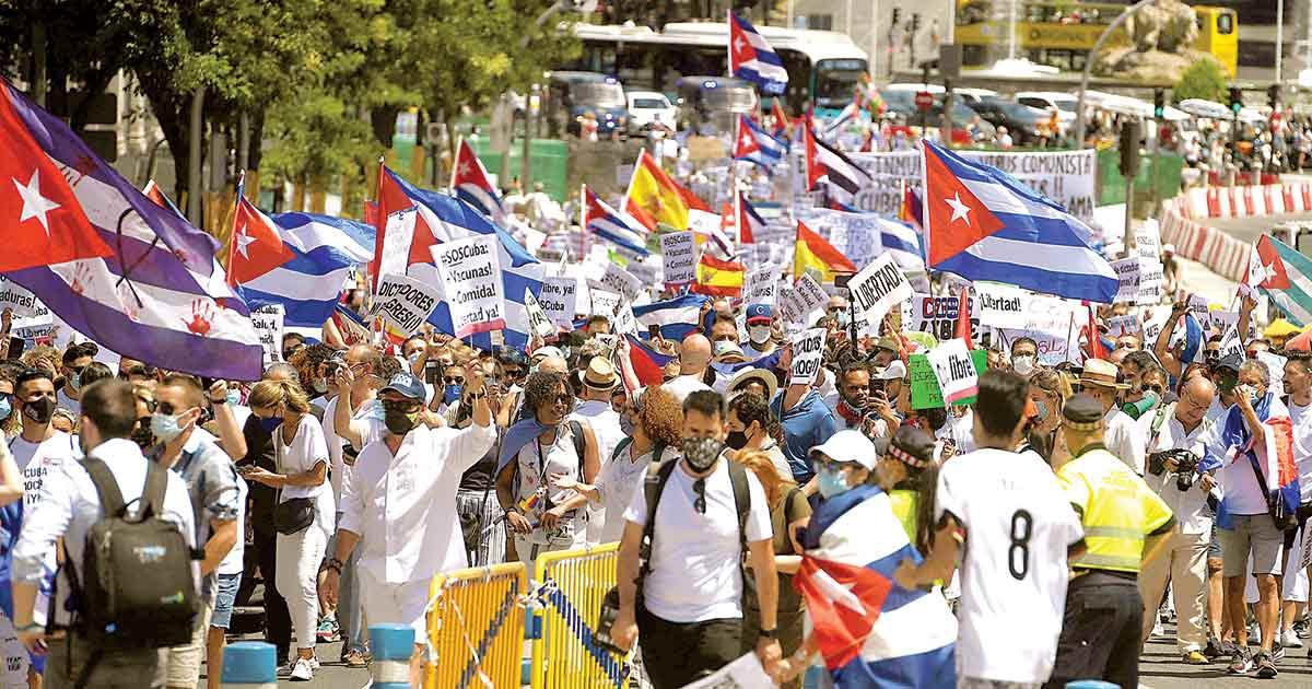 Exilio marcha contra castrismo; estallido en Cuba