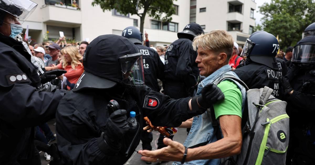 Protesta anticovid en Alemania degenera en enfrentamientos