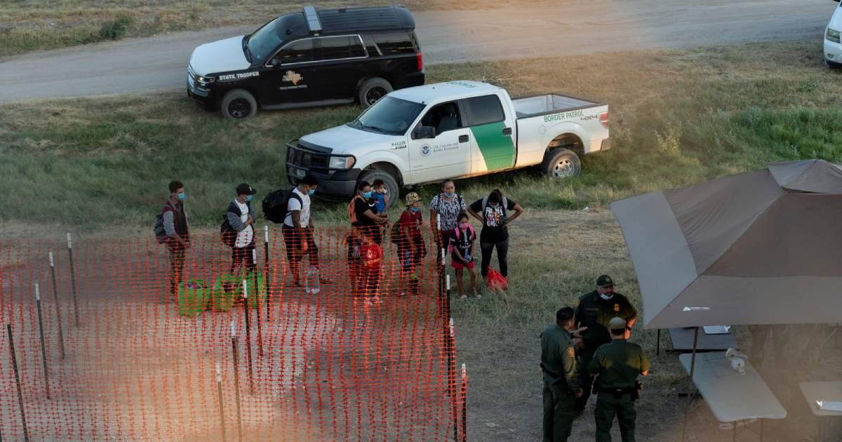 Patrulla Fronteriza contrata a civiles para aliviar presión sobre agentes