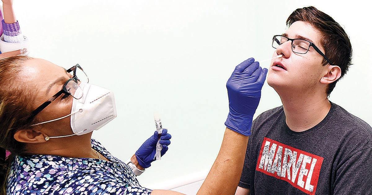 Pfizer prueba píldora anticovid en más de 2 mil personas