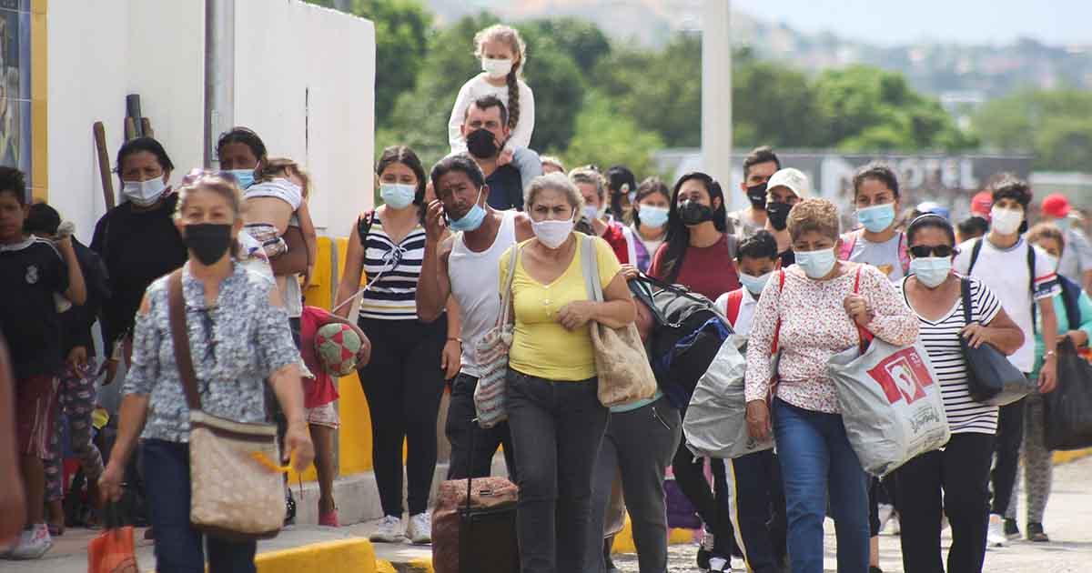 Se abre frontera de Colombia y Venezuela, presidente Duque dice que no es triunfo de Maduro