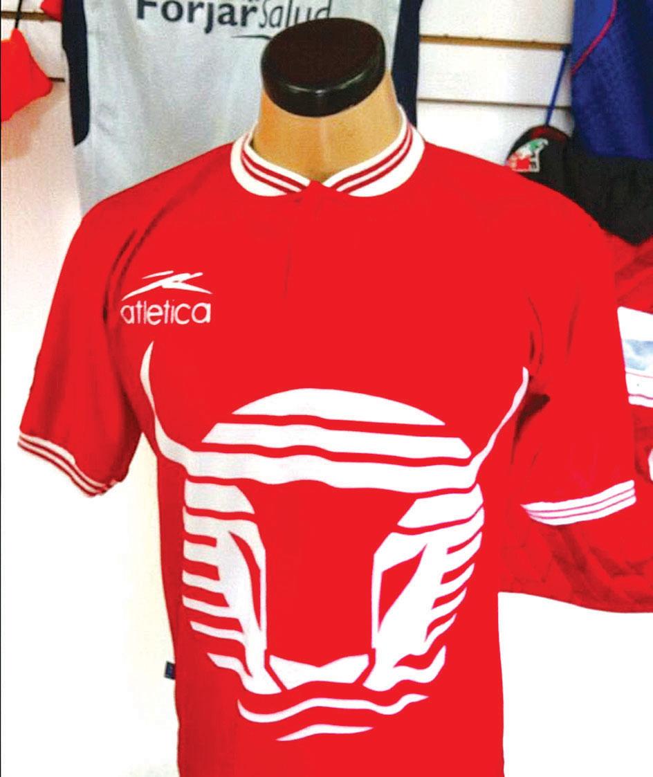 3588a4cb66c2a Tienda en el DF vende un sinnúmero de antiguas camisetas de futbol