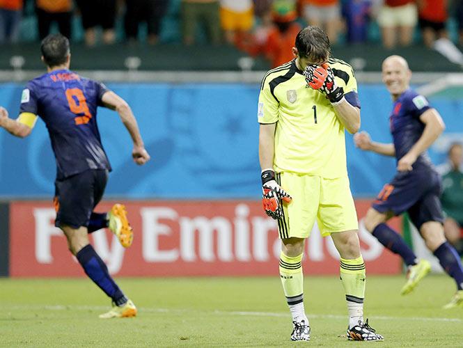 Real humillación; Holanda golea 5-1 al monarca España (EFE)