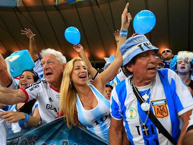 FOTOGALERÍA: La pasión del duelo entre argentinos y bosnios