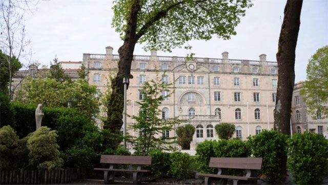 The Fenelon-Notre Dame high school, located in La Rochelle, western France, will conduct the investigation on site school.