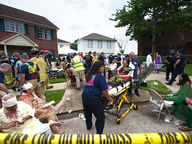 Colapsa estacionamiento en Houston, hay 36 heridos