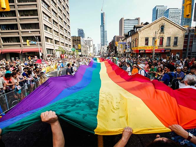 Más de un millón de personas participaron hoy en la marcha del Orgullo Gay celebrada en Toronto, ciudad que este año fue también la encargada de celebrar el festival mundial WorldPride (Reuters)