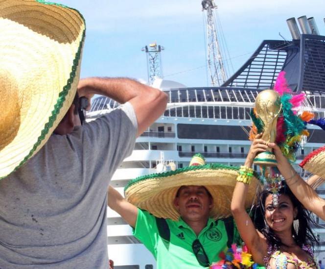 Por tierra mar y aire llegaron miles de mexicanos para apoyar al equipo tricolor durante el encuentro contra los locales. FOTO: Especial