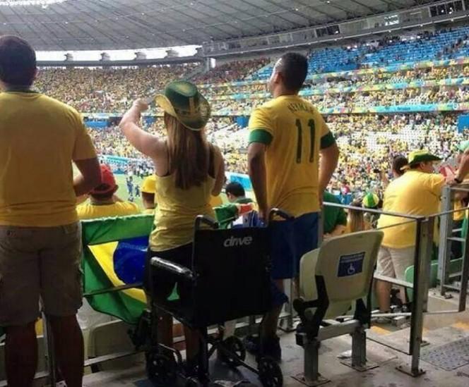 La medida se anunció luego de que circulara una foto donde se muestran a dos personas aparentemente sanas en una zona para discapacitados. FOTO: Twitter