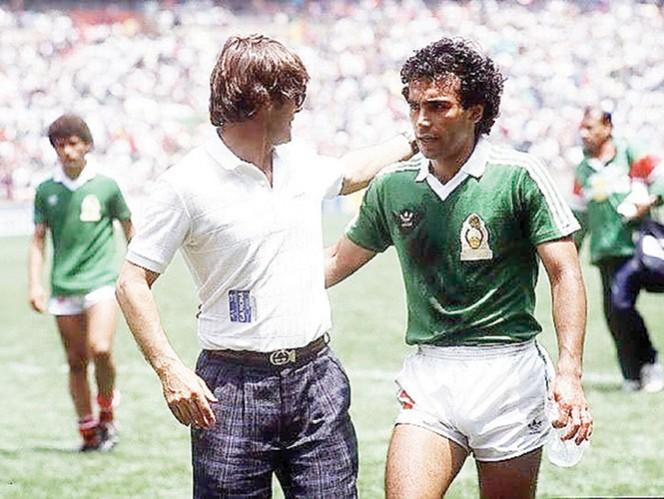 Bora Milutinovic y Hugo Sánchez, durante un partido del Tricolor en México 86. Fotos: Carlos Barrón y Especial